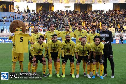 دیدار تیم های فوتبال سپاهان و پیکان