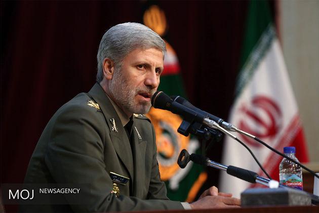 ایران اجازه مداخله در امور دفاعی و نظامی خود را به هیچ قدرت خارجی و بیگانه نمی دهد