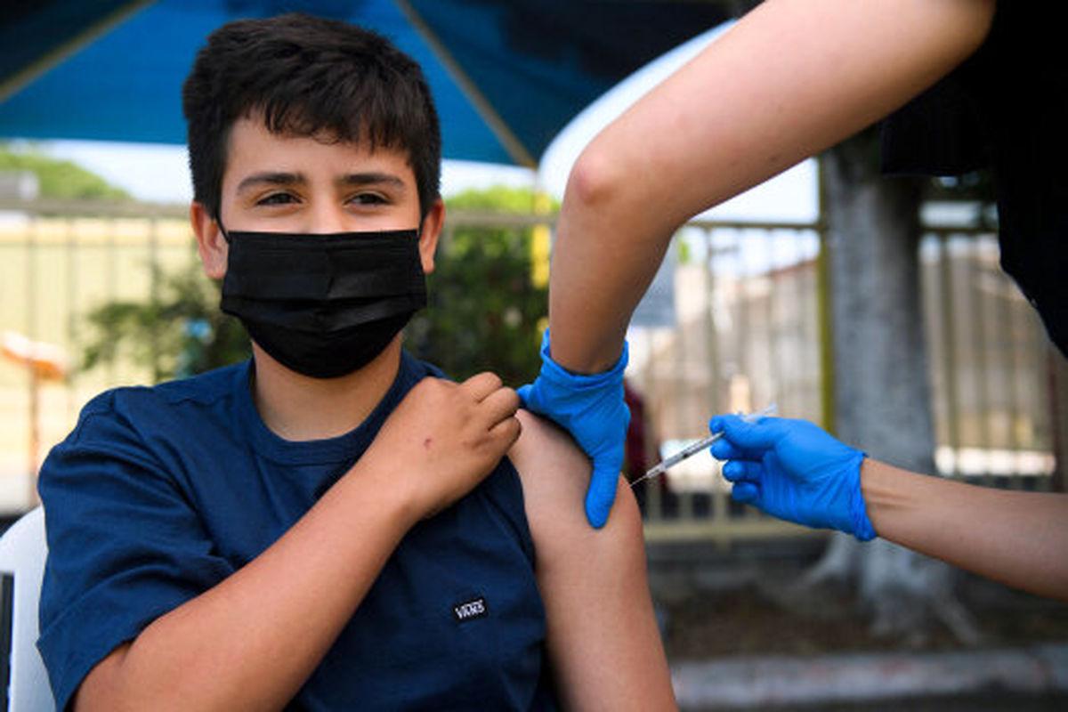 آغاز واکسیناسیون دانشآموزان سنین ۱۲ سال به بالا در اردبیل