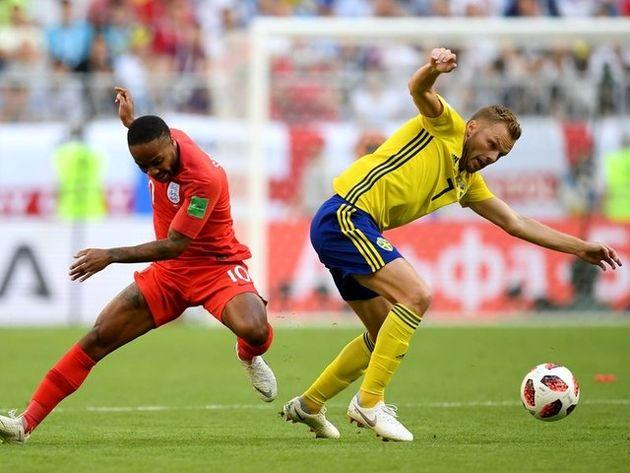 برتری انگلیس مقابل سوئد در نیمه نخست