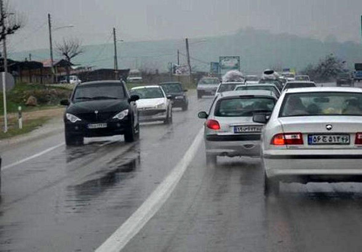 بارش باران در محورهای ۵ استان