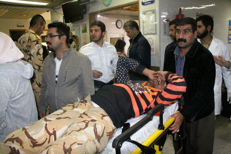 آمار مصدومان زلزله به ۵۵۳ نفر رسید/اتوبوس آمبولانس ها به منطقه زلزله زده اعزام شدند