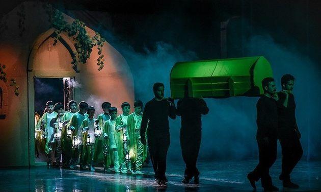 هفتمین شب اجرا نمایش «غبار» به شهدای مظلوم ناجا تقدیم شد