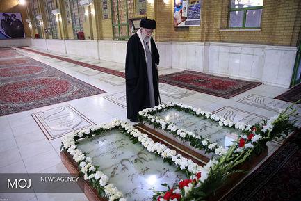 حضور مقام معظم رهبری در مرقد امام خمینی(ره)