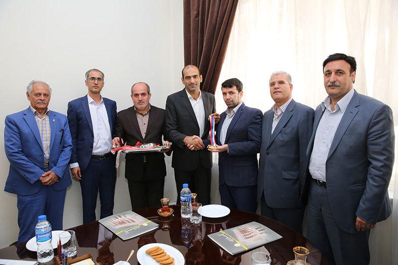 تقدیر بانک ملی ایران از دارنده مدال طلای کشتی ناشنوایان جهان