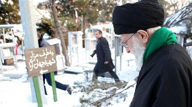 حضور حضرت آیتالله خامنهای در مرقد مطهر بنیانگذار انقلاب اسلامی