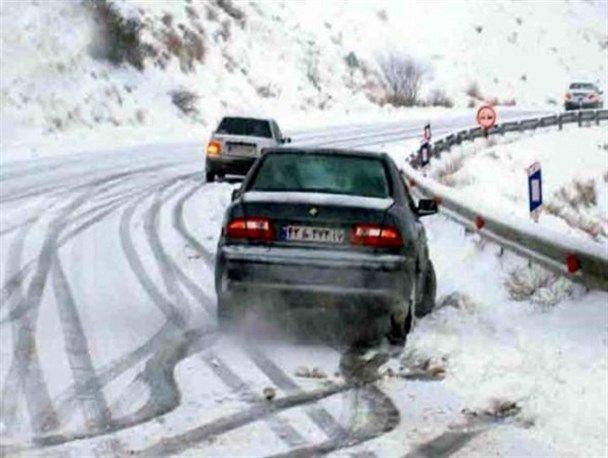 سرعتبالا خطر واژگونی در جادههای لغزنده را بیشتر میکند
