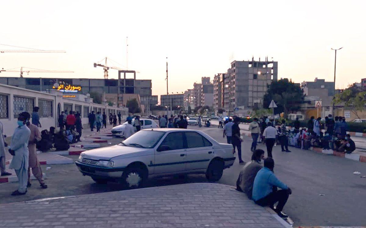 تجمع اعتراضی صیادان جنوب کشور در مقابل استانداری هرمزگان