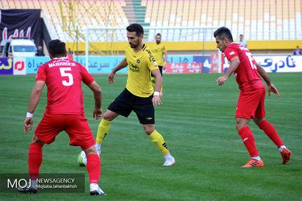 دیدار تیم های فوتبال سپاهان اصفهان و نساجی مازندران