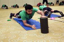 تمرین ملی پوشان فوتبال با استفاده از رول و تشک در هتل