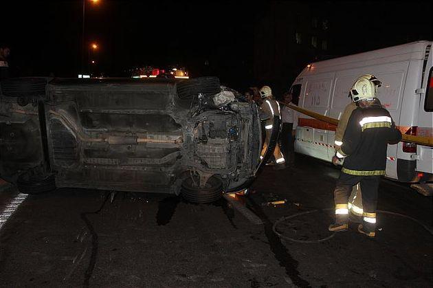 خودرو سواری در غرب تهران واژگون شد