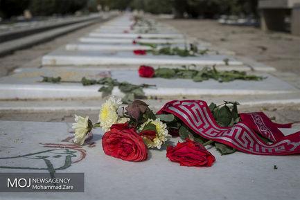 روز+یازدهم+ماه+محرم+در+کنار+مزار+شهدای+دفاع+مقدس