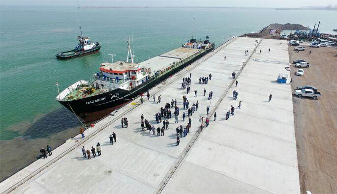 ورود دو فروند کشتی مسیر اکتائو-انزلی به بندر کاسپین در منطقه آزاد انزلی