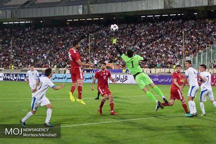 مسابقه فوتبال دوستانه تیمهای ملی جمهوری اسلامی ایران و ازبکستان در ورزشگاه دوازده هزار نفری آزادی تهران