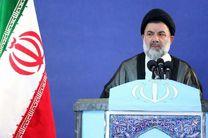 رئیسجمهور آمریکا کوچکتر از آن است که در برابر ملت ایران عرض اندام کند
