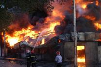 انبار 6 هزار متر مربعی در خیابان فداییان اسلام در آتش سوخت/ پاساژ پروانه طعمه شعله های آتش
