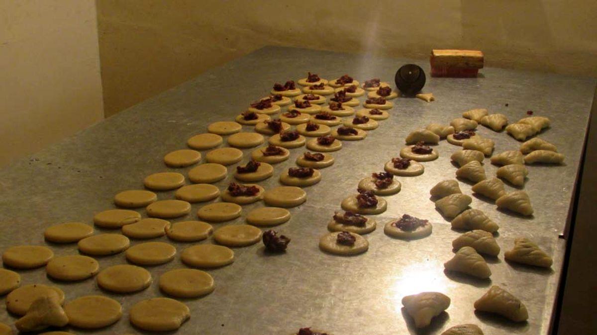 قطعیهای مکرر برق، منجر به تعطیلی کارگاه های شیرینی پزی مشهد شده است