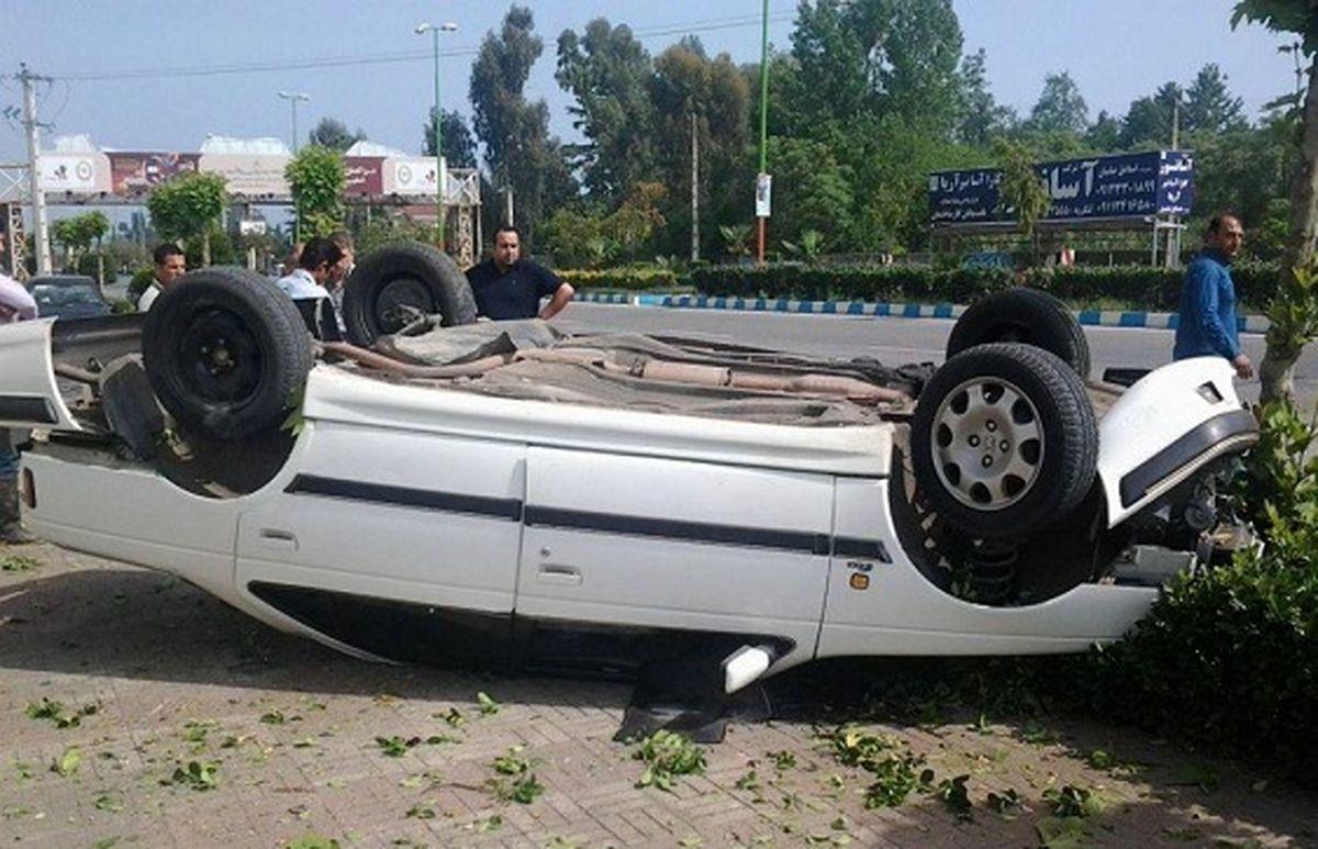 مصدومیت 5 نفر در اثر واژگونی پژو در محور اردستان به بادرود