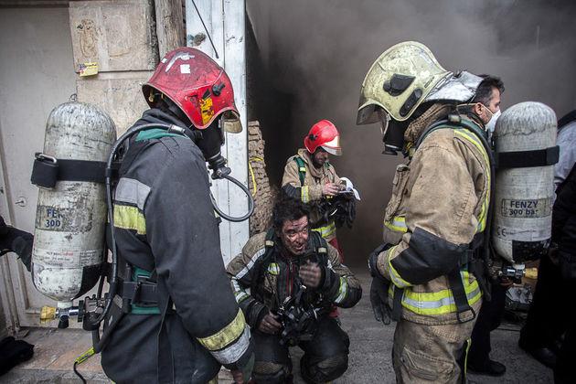 آتشسوزی کارگاه خیاطی در نوفل لوشاتو/ نجات 4 نفر از میان شعلهها