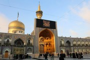 اهتزاز پرچم های عزای رضوی در حرم امام رضا (ع)