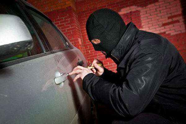 کشف 4 فقره سرقت داخل خودرو در کنگان