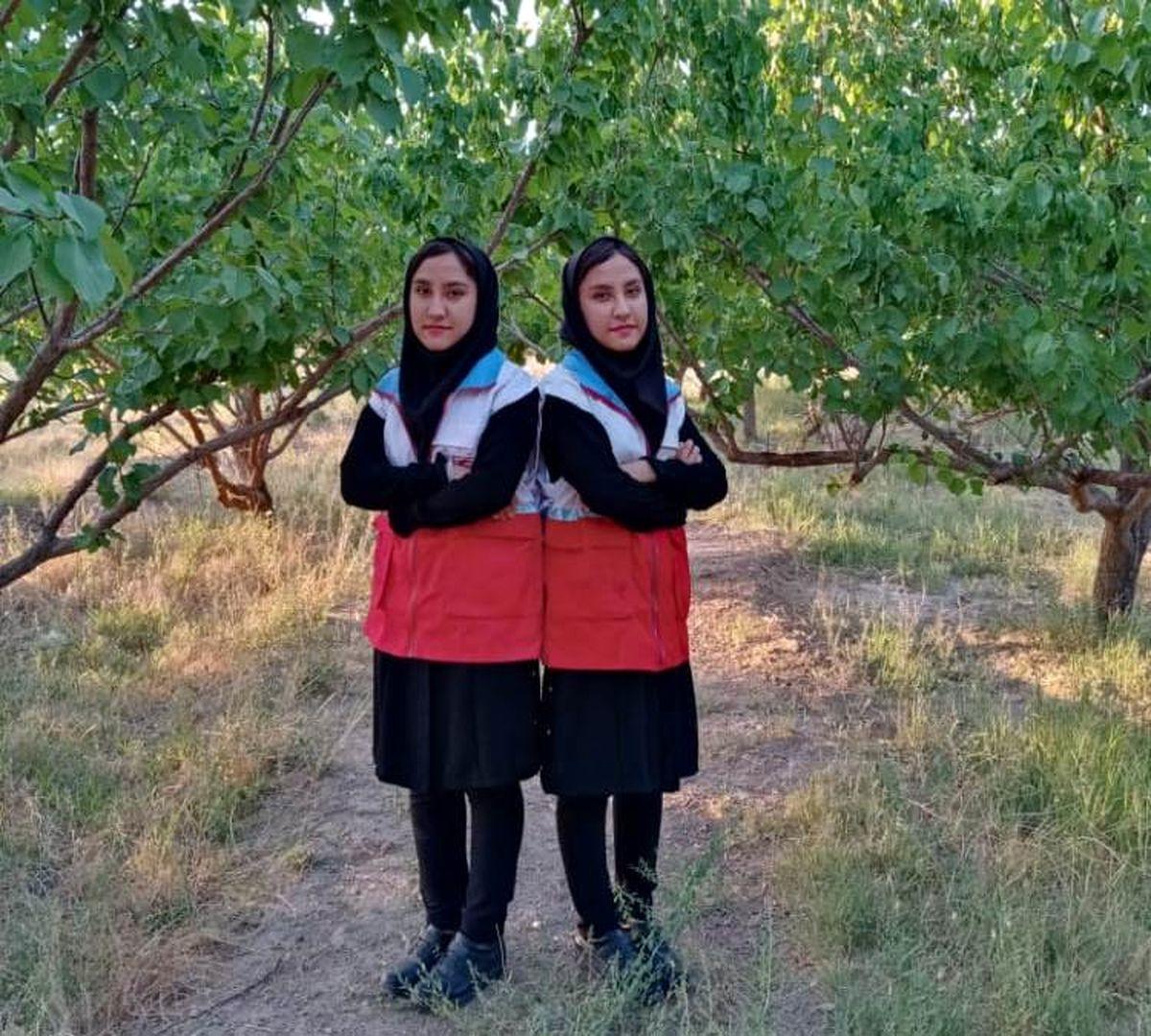 گفتگو با دو عضو جوان هلال احمر استان یزد شهرستان خاتم؛ دوقلوهای بشردوست
