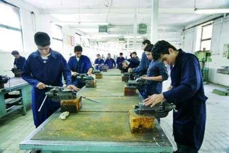 توزیع تجهیزات آموزشی در هنرستانهای فنی و حرفهای و کاردانش کرمانشاه