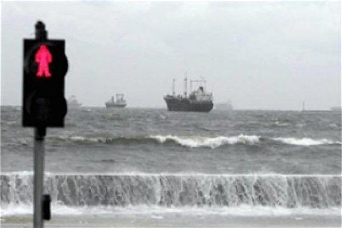 شرایط جوی دریایی اسکلههای شیب دراز و کندالو را تعطیل کرد/ مردم در اسکله ها تجمع نکنند