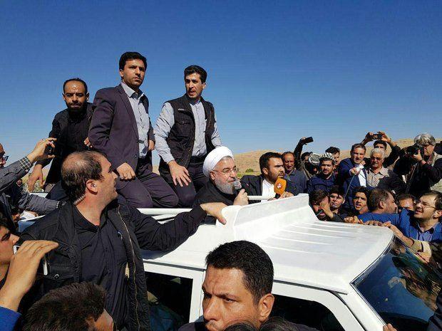 بازدید روحانی از مناطق زلزله زده سرپل ذهاب