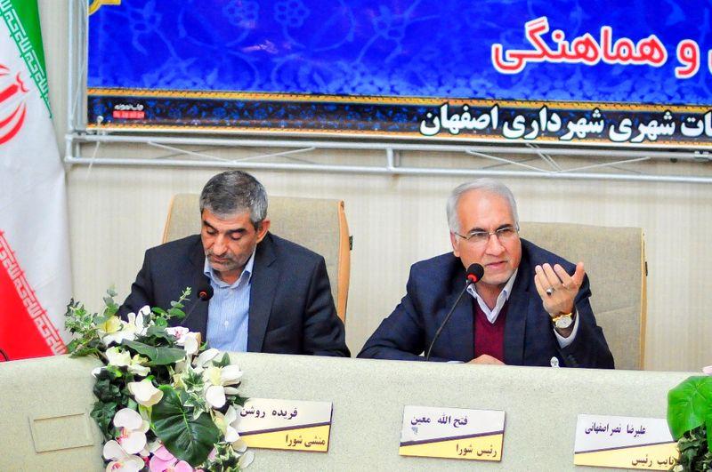 شهر اصفهان بدون زایندهرود در ایام نوروز نیازمند خلاقیت است