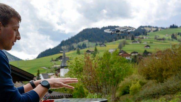 ارائه بند ساعت هوشمند با قابلیت کنترل پهپاد
