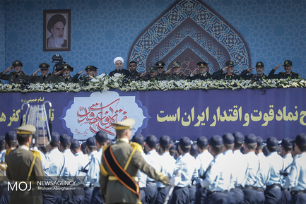 رژه نیروهای مسلح با حضور رییس جمهور
