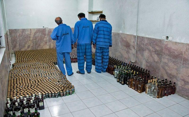 باند توزیع مشروبات الکی در ماهشهر منهدم شد