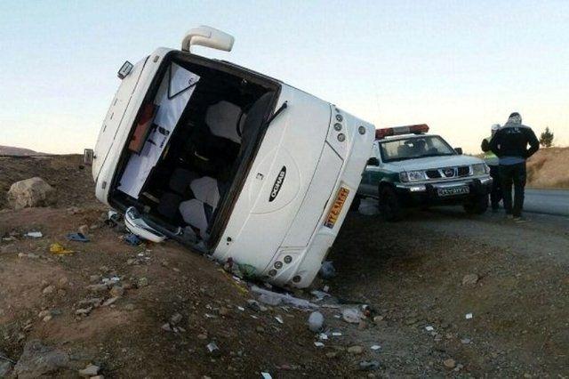 مصدومیت 7  مسافر به دلیل واژگونی اتوبوس در محور مهریز به انار