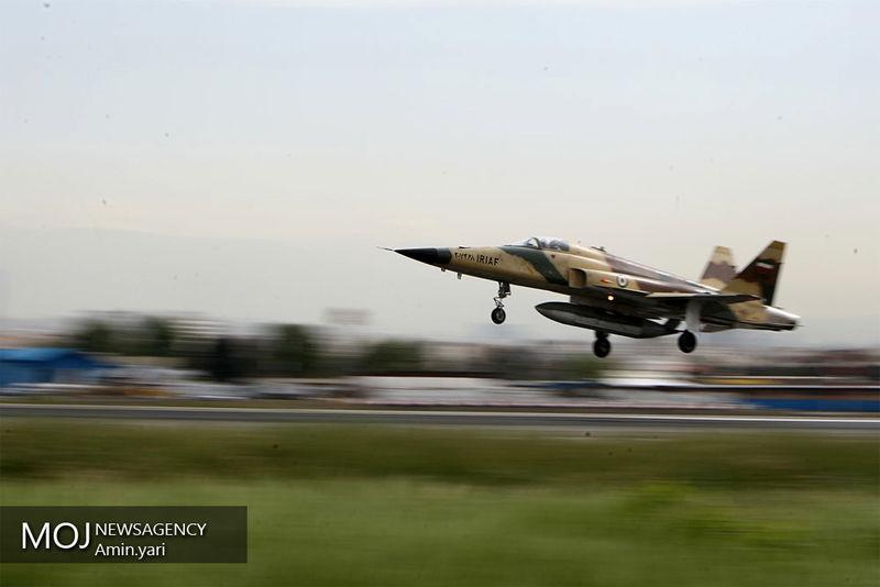 جنگنده ایرانی کوثر، در رژه هوایی ارتش رونمایی شد