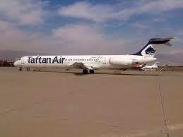 مهمانداران هواپیمای تفتان ایر با لباس محلی پذیرای مسافران میشوند