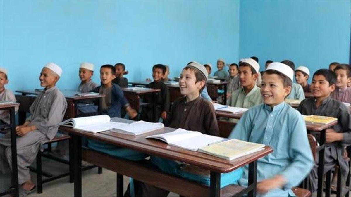 بازگشت دانش آموزان پسر و معلمان مرد به مدارس افغانستان