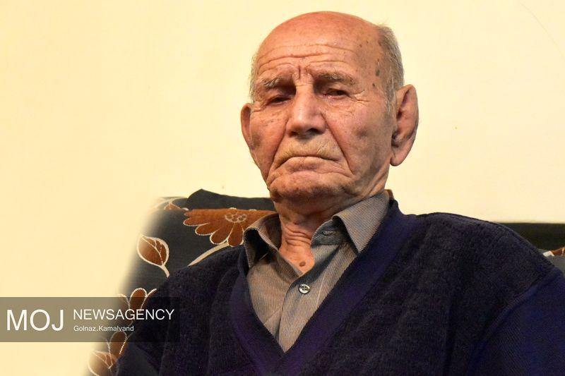 تجلیل از «علیاکبر منصوبی» پیشکسوت بازنشستگان ارتش در لرستان