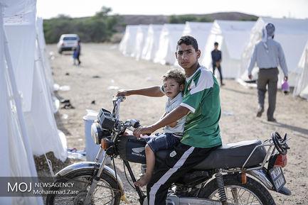 اسکان موقت سیل زدگان در پادگان شهید غلامی