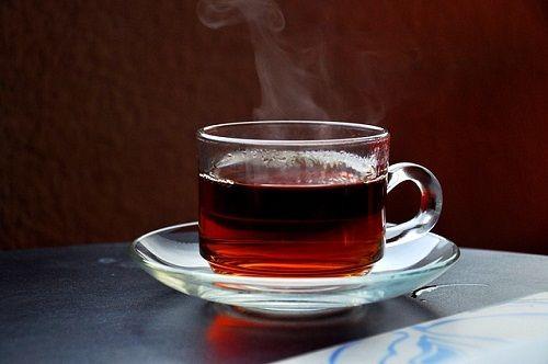 خطرات نوشیدن چای داغ برای مری