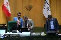 لاریجانی جایگاه مجلس دهم را تضعیف کرد/ پرداخت حقوق های فوق نجومی در شرکت های دولتی