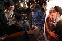 تابلویی با تصویر حاج احمد متوسلیان به رهبر انقلاب تقدیم شد