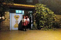 امدادگران 130 خانوار گرفتار سیلاب را نجات دادند/آماده باش کامل نیروهای هلال احمر