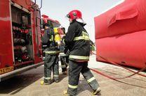 آتش سوزی  پژو پارس در پارکینگ منزل/ نجات 20 نفر از ساکنان از میان دود