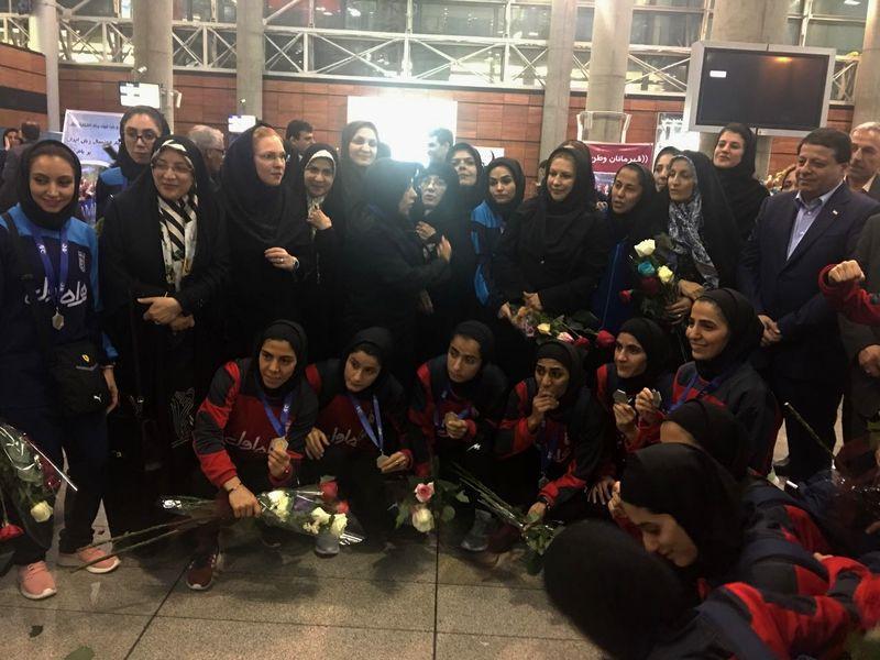 تیم ملی فوتسال بانوان ایران به کشور بازگشتند