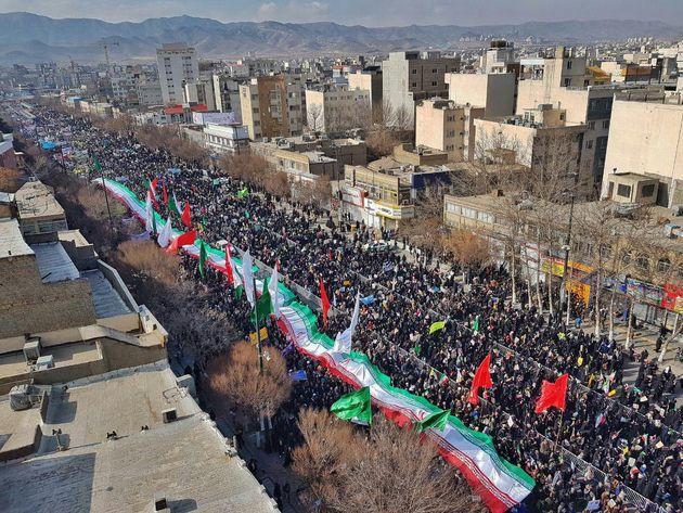 راهپیمایی باشکوه یوم الله ۲۲ بهمن در مشهد برگزار شد