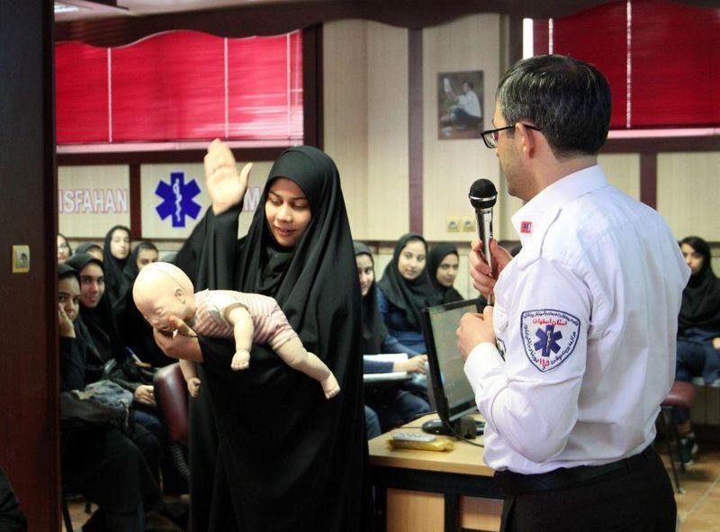 3 هزار دانشآموز دختر اصفهانی  آموزش کمک های اولیه دیدند