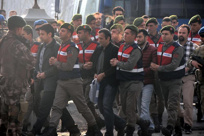 بازداشت گسترده افسران نیروهای مسلح ترکیه