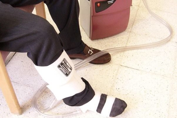 ساخت چکمه ای که لخته خون در پای افراد مبتلا به آرتروز را درمان می کند