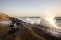 شناورهای سبک و صیادی از تردد در مناطق دریایی هرمزگان خودداری کنند